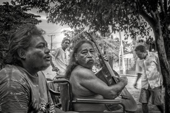 """El periodista Añorve con """"El Pega"""" legendario músico de la costa chica."""
